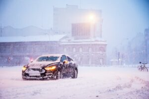A Ford Mondeo saloon in the snow.